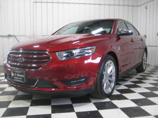 2017 Ford Taurus Limited red 001