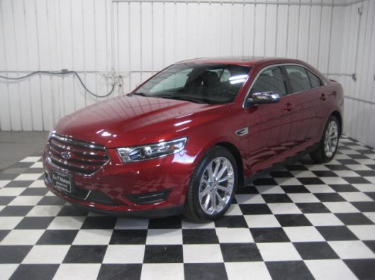 2017 Ford Taurus Limited red 002