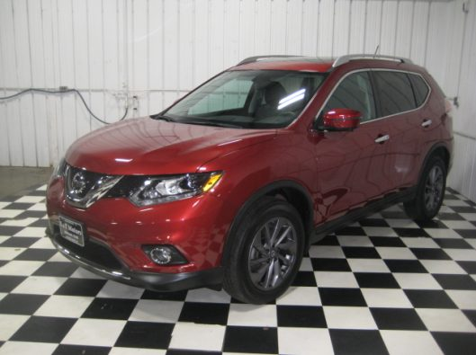 2016 Nissan Rogue SV Red 003
