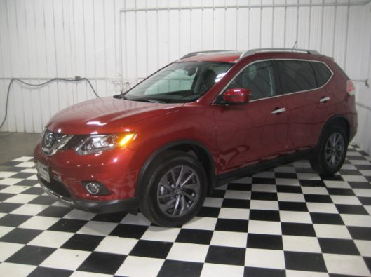 2016 Nissan Rogue SV Red 004