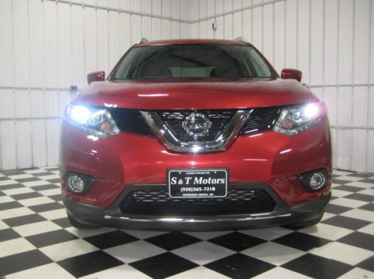 2016 Nissan Rogue SV Red 006