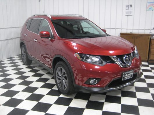 2016 Nissan Rogue SV Red 009