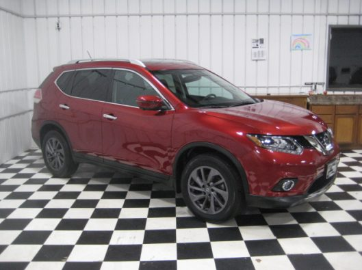 2016 Nissan Rogue SV Red 010