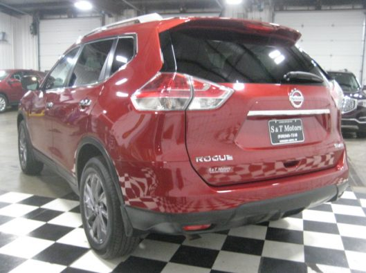 2016 Nissan Rogue SV Red 012