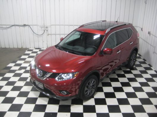 2016 Nissan Rogue SV Red 042