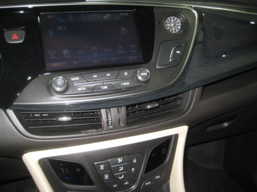 2017 Buick Envision Essence White 036