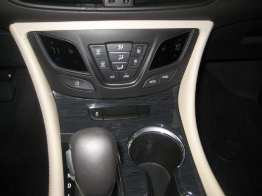 2017 Buick Envision Essence White 038